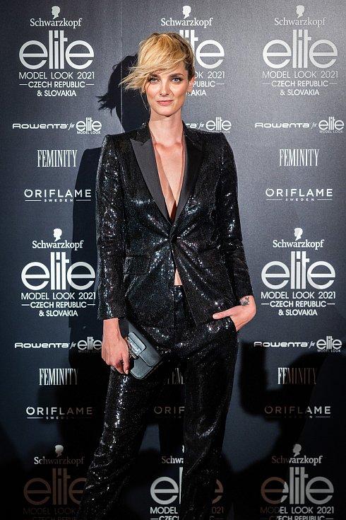 Finálový večer soutěže Schwarzkopf Elite Model Look 2021. Modelka Denisa Dvořáková.