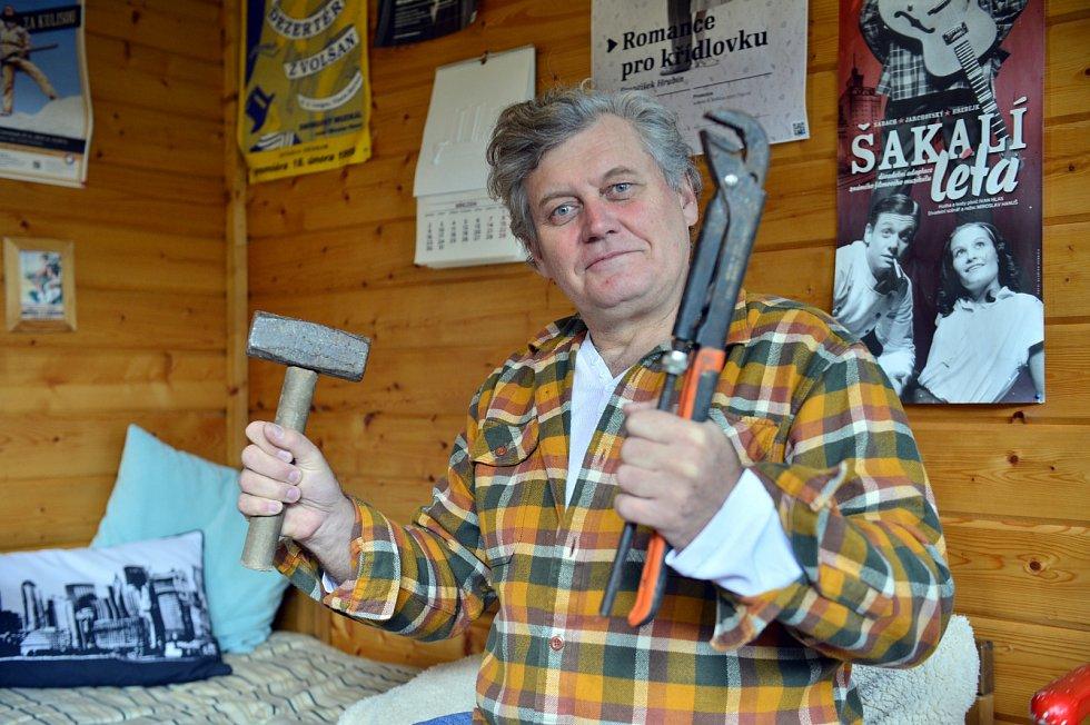 Miroslav Hanuš je manuálně zručný. Spoustů věcí dokáže opravit sám.