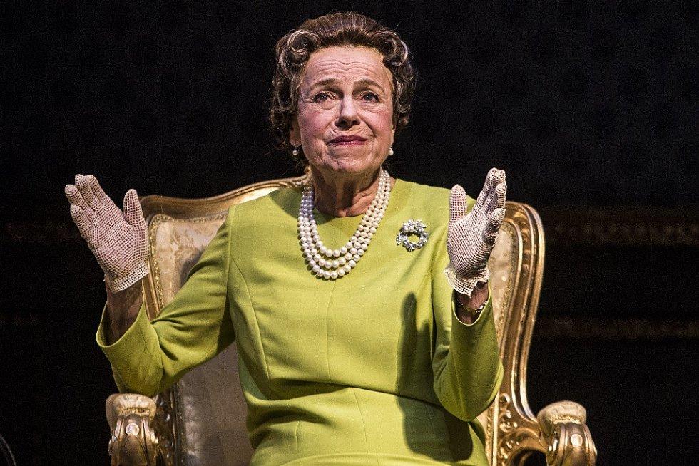 Iva Janžurová při generální zkoušce Audience u královny, uváděnou Činohrou Národního divadla.