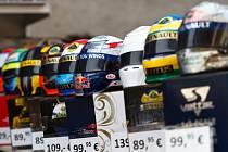Helmy pilotů formule 1 jsou oblíbeným sběratelským artiklem.