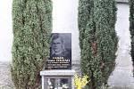 Hrob faráře Josefa Toufara. Doplatil na údajný zázrak, který se stal v jeho kostele.