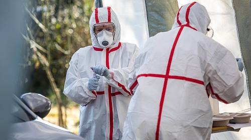 Česko zvýšilo počet testů na koronavirus.