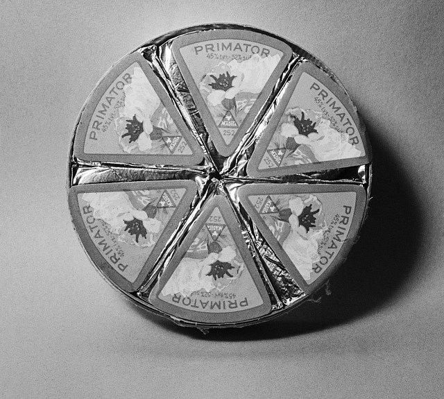 Trojúhelníčkový sýr Primátor , výrobek národního podniku Madeta