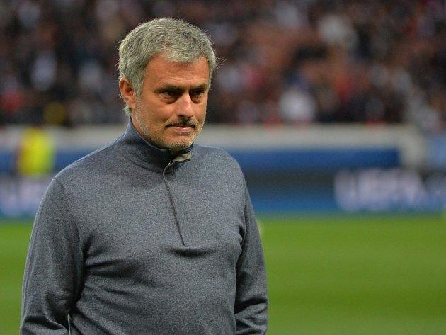 Z výrazu tváře trenéra José Mourinha lze vyčíst, že se semifinále fotbalové Ligy mistrů jeho Chelsea hodně vzdálilo.
