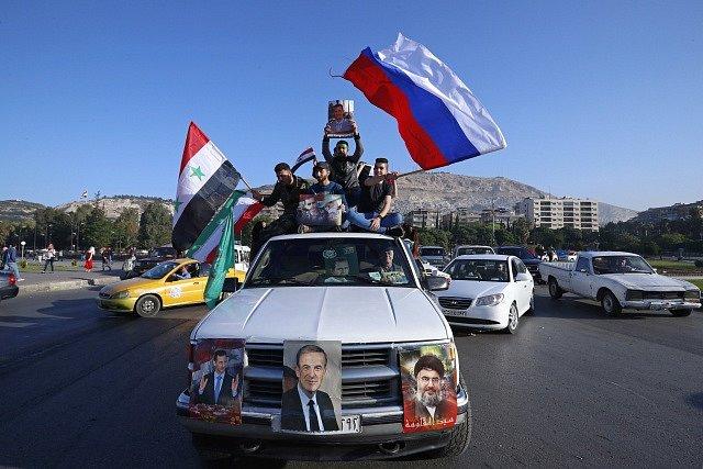 Obyvatelé Damašku protestují proti americkému útoku v Sýrii.