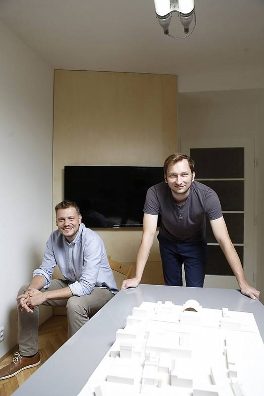 Architekti David Dvořák (vpravo) a Vojtěch Hybler
