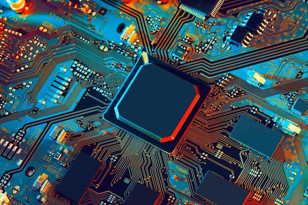 Ze stejného důvodu a následným globálním přechodem na homeoffice ale naopak stoupla poptávka po domácí elektronice, jejíž jsou čipy neodmyslitelnou součástí.