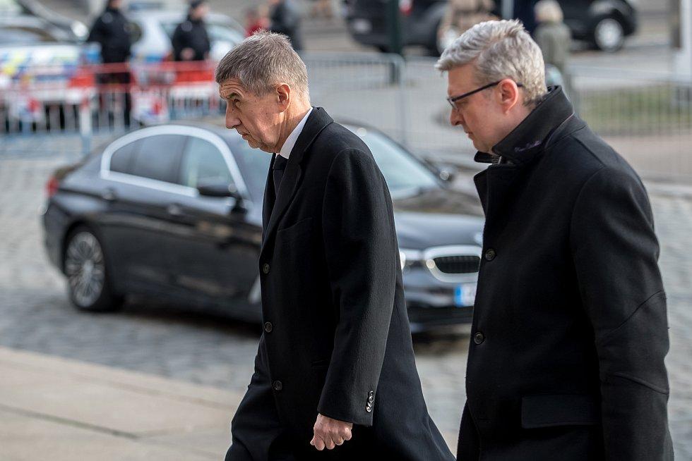 Hosté přicházeli 3. února k pražskému Rudolfinu na pietní shromáždění k uctění památky zesnulého předsedy Senátu Jaroslava Kubery. Andrej Babiš, Karel Havlíček