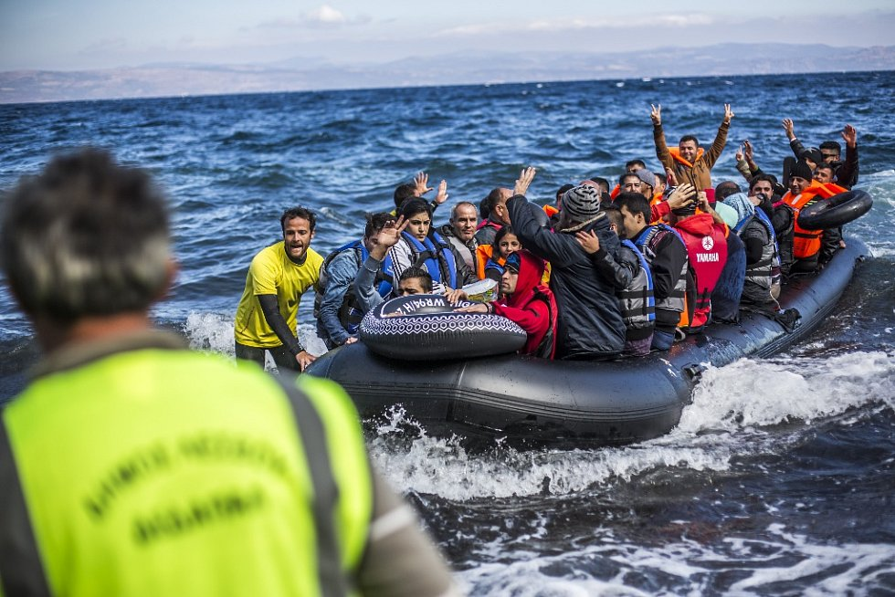 Připlouvání uprchlíků na řecký ostrov Lesbos.