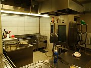Restaurace Beseda v Pacově: plně zařízená kuchyň v nerezu
