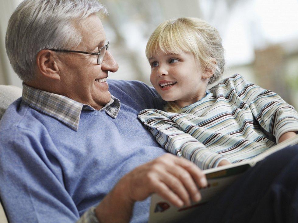 Jako prarodič byste měli být pro své vnouče vzorem správného myšlení a jednání, můžete mu ale tyto principy předávat s lehkostí, laskavostí a hýčkáním, kterou si rodič pod tíhou zodpovědnosti a povinností kolem mnohdy nemůže dovolit.