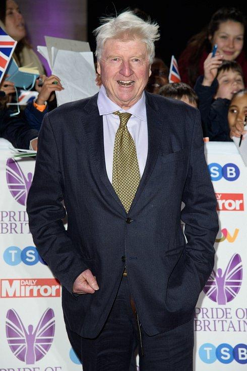 Stanley Johnson, otec britského premiéra Borise Johnsona, vysvětlil nenošení roušky pobytem v zahraničí a neznalostí pravidel…