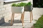 Pěstební nádoba High Urbanlive, 2099 Kč. Důmyslný samozavlažovací systém zjednodušuje péči aspolečně svermikompostem ažížalím čajem pomáhá udržovat optimální podmínky pro zdravý růst rostlin.