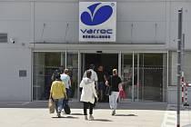 Sídlo společnosti Varroc Lighting v Šenově u Nového Jičína (na snímku ze 14. července 2020), kde se objevil mezi zaměstnanci covid-19.