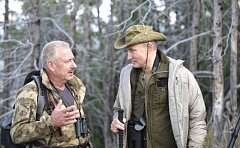 Vladimir Putin v rozhovoru s vedoucím přírodní rezervace Západního Sajanu Gennadym Kiselevem.