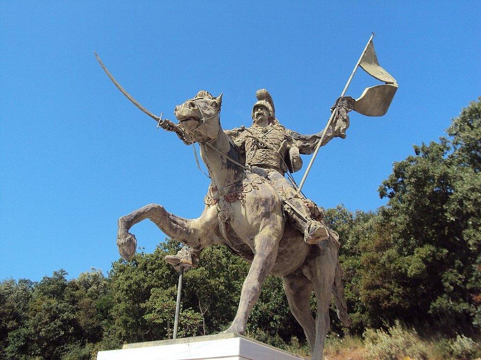 Sochy Theodora Kolokotronise lze nalézt na mnoha místech Řecka