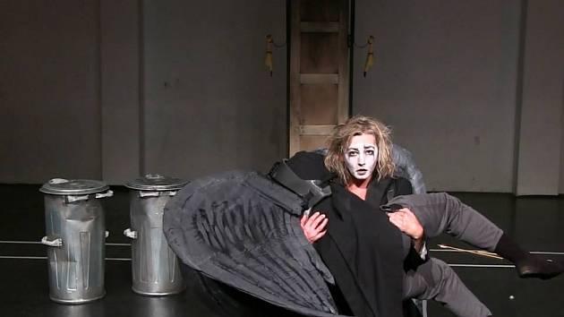 Vanda Hybnerová v představení Studia Alta