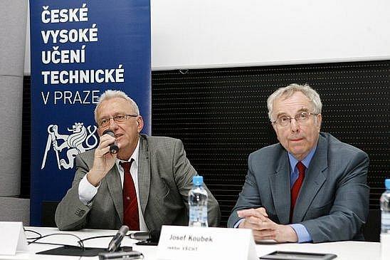 Rektor Českého vysokého učení technického Václav Havlíček (vlevo) a rektor Vysoké školy chemicko-technologické Josef Koubek