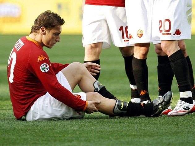 Francesco Totti se právě zranil v utkání proti Livornu.