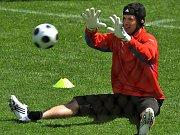 Brankář Petr Čech se hned po příjezdu do Rakouska zapojil do přípravy českých fotbalistů.