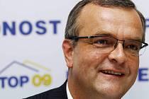 Spekulace o nominaci Miroslava Kalouska na jihomoravského lídra kandidátky nové strany, které kolují parlamentními kuloáry, tiskem i mezi politologickými odborníky, zatím špičky TOP 09 odmítají komentovat, všichni ale soudí, že je to pravděpodobné.