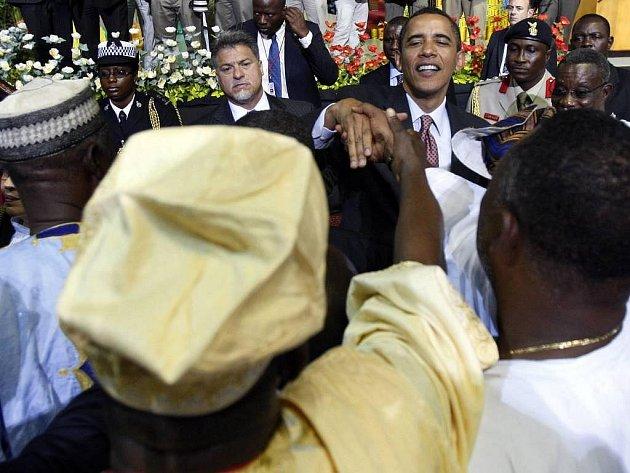 Americký prezident Barack Obama v sobotu při návštěvě Ghany prohlásil, že africký kontinent je součástí světového dění. Jeho návštěvu provází mezi Ghaňany nadšení. V ulicích se prodávají suvenýry s jeho portrétem.
