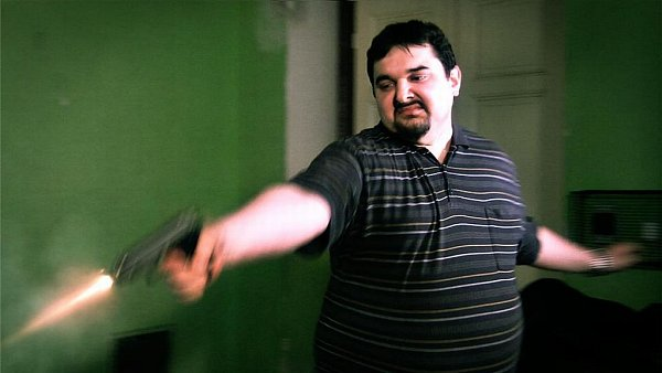 Snímek zfilmu Bastardi 3, kde hraje sám režisér Magnusek.
