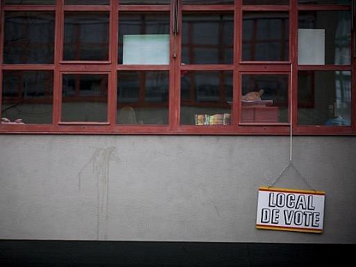 Švýcaři v referendu podpořili rázné a automatické vyhoštění cizinců, kteří se dopustili závažných trestných činů. Podle konečných výsledků se pro přísnější návrh vyslovilo 52,9 procenta hlasujících.