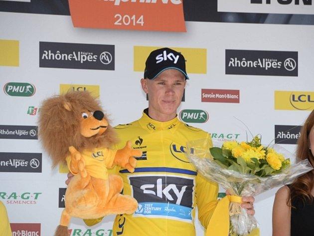 Chris Froome se raduje z etapového vítězství na Critérium du Dauphiné.