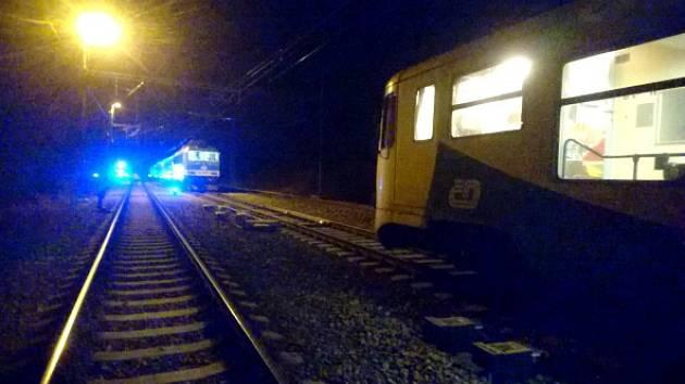 Expres projel za Plzní na červenou a zastavil 34 metrů od vlaku