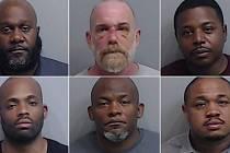 Zadržení a obvinění policisté z Atlanty
