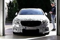 Nový Mercedes-Benz třídy E bude umět zaparkovat bez řidiče.
