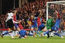 Obrázek z pondělního zápasu: Liverpool marně v závěru útočil na výhru