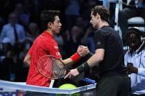 Turnaj mistrů v Londýně. Na snímku Kei Nišikori (vlevo) a Andy Murray.