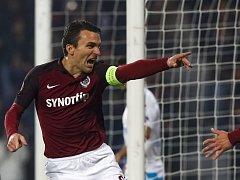 David Lafata ze Sparty se raduje z gólu proti Schalke.