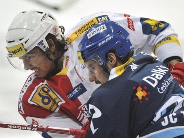 Hokejisté Slavie Praha zvítězili v dohrávce 46. kola v Ostravě 5:1 a v tabulce díky lepšímu skóre přeskočili dosud druhý Zlín.