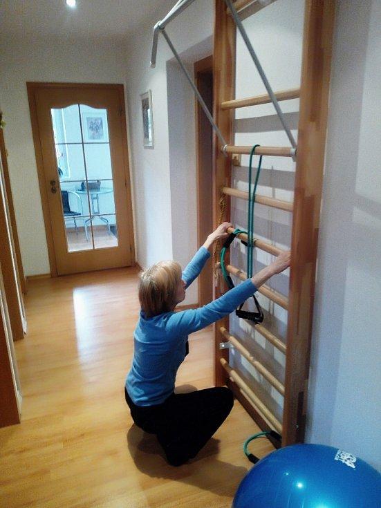 Naše domácí tělocvična  je plně využívána. I senioři dbají na svou fyzičku.