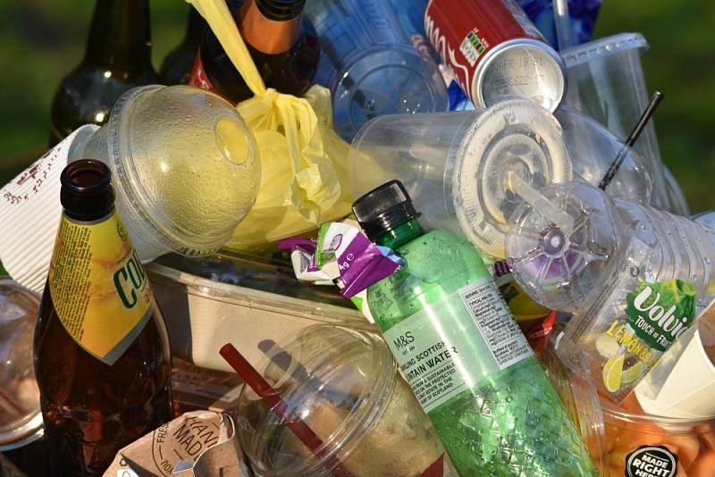 Jednorázové plasty.