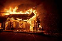 Sever Kalifornie zachvátil rozsáhlý požár