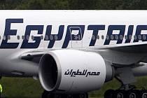Anonymní výhrůžka pumovým atentátem dnes přerušila let společnosti Egypt Air na trase z Káhiry do Pekingu.