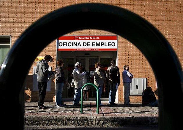 Fronta před španělským úřadem práce