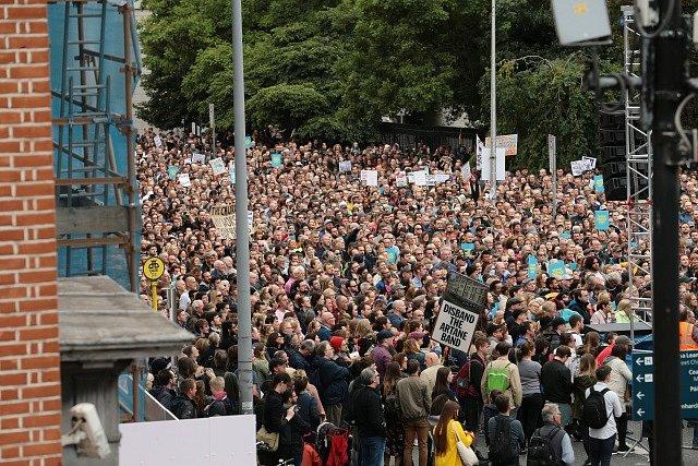 Proti papežově návštěvě se v Irsku protestuje