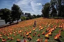 Vlaječky za oběti koronaviru v Madridu