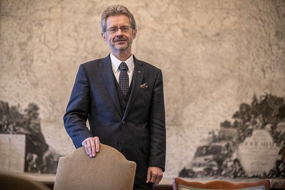 Předseda Senátu Miloš Vystrčil při fotografování pro Deník 21. května 2020