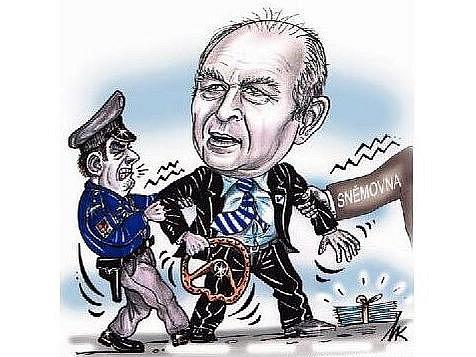 Poslanec Stanislav Huml (VV) má problém. Policie ho chce stíhat kvůli údajně zmanipulovanému znaleckému posudku týkajícího se dopravní nehody.
