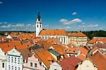 Starobylé město Třeboň leží v typické malebné jihočeské krajině. Díky velkému bohatství vodních zdrojů je často nazýváno městem rybníků či krajem zrcadel.