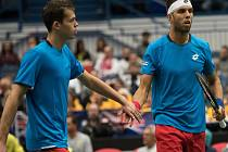 Náhrada za Tomáše Berdycha a Radka Štěpánka. Adam Pavlásek (vlevo) a Jiří Veselý bojovali s Lukášem Rosolem v Davis Cupu.