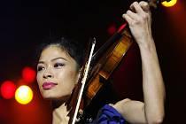 Slavná houslistka Vanessa Mae vystoupila ve čtvrtek v pražské O2 Aréně