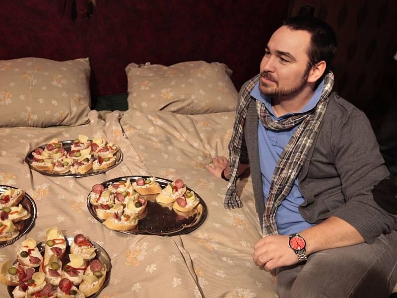 Režisér populárního seriálu ČT Vyprávěj Biser Arichtev při natáčení