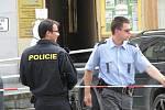 Ve středu kolem 14. hodiny nahlásil neznámý hlas uložení nástražného výbušného systému v restauraci Toro na Masarykově náměstí v Benešově. Policisté provozovnu chorvatských majitelů, sousední lékárnu, pojišťovnu, dvě banky a další restauraci evakuovali.